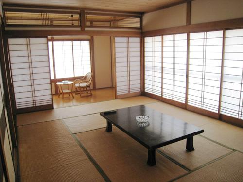 富士山が臨める2階角の客室