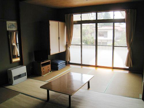 広い窓の客室