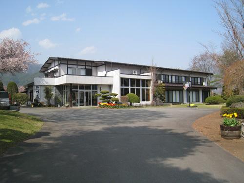 旅館外川荘の外観。広々とした敷地