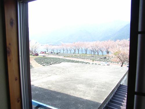 2階客室からの湖畔の眺め